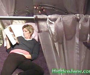 Situată lângă soțul ei de dormit, omul din față visează clipuri porno cu masaj să vadă, cu un bărbat fierbinte