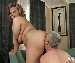Puternic doamnă în apă de cămilă permite un mic penis pentru a uda clipuri gratis un tânăr